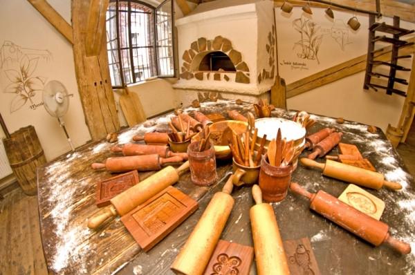 К мастер-классу все готово: скалки, пряничные доски, инструмент